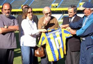 http://442.perfil.com/2011-05-02-61804-el-homenaje-del-futbol-para-ernesto-sabato/0502_ernesto_sabato_g_tel/